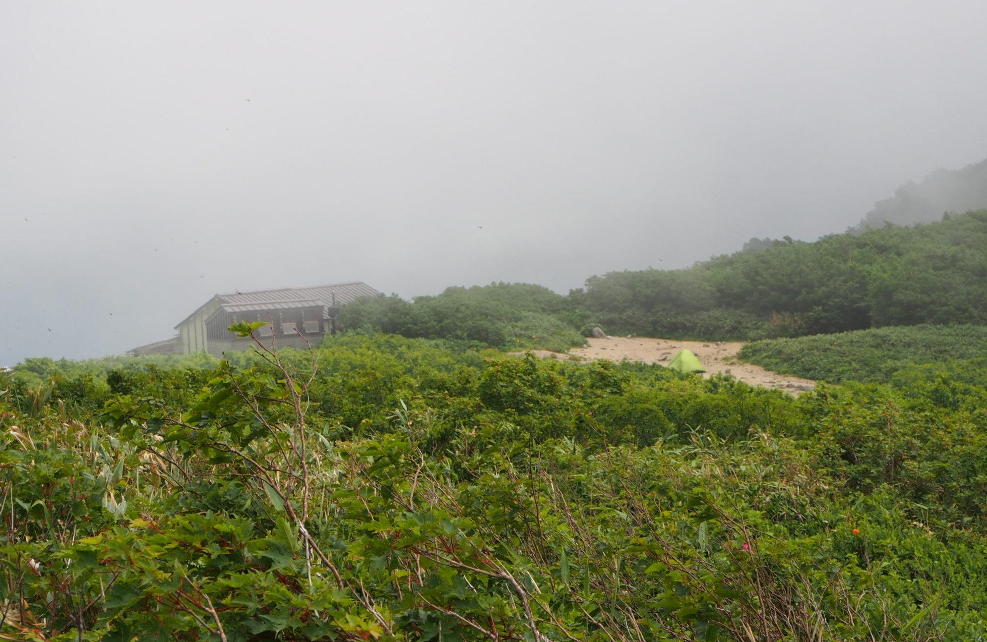 切合小屋とテント場