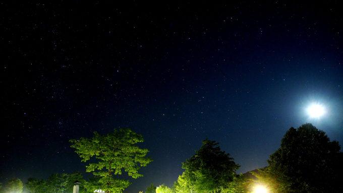 キャンプ場からの星空