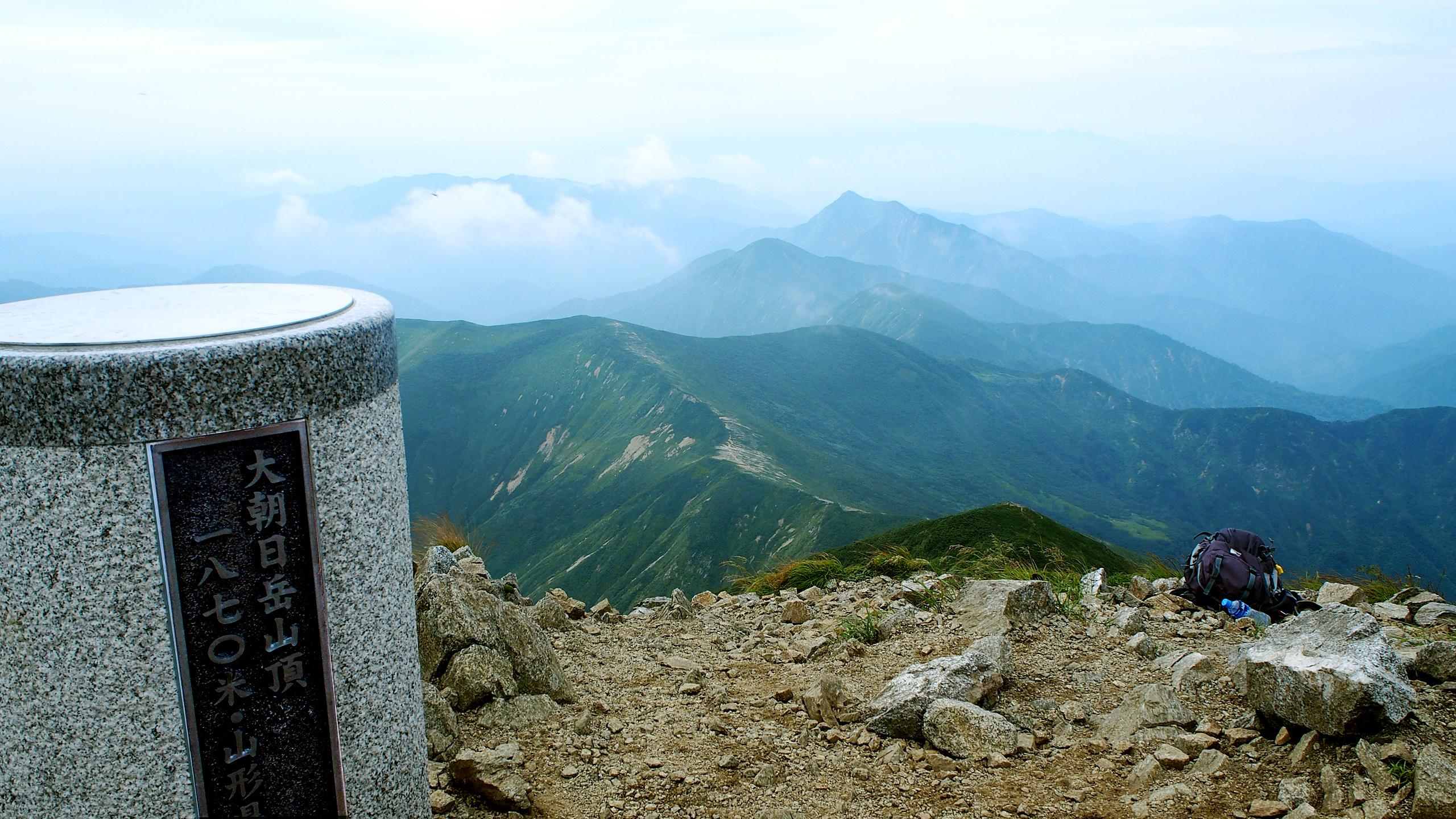 大朝日岳山頂からの景色