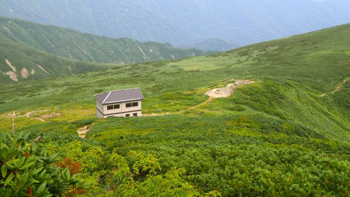 大朝日岳山頂小屋