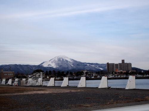 琵琶湖からの伊吹山