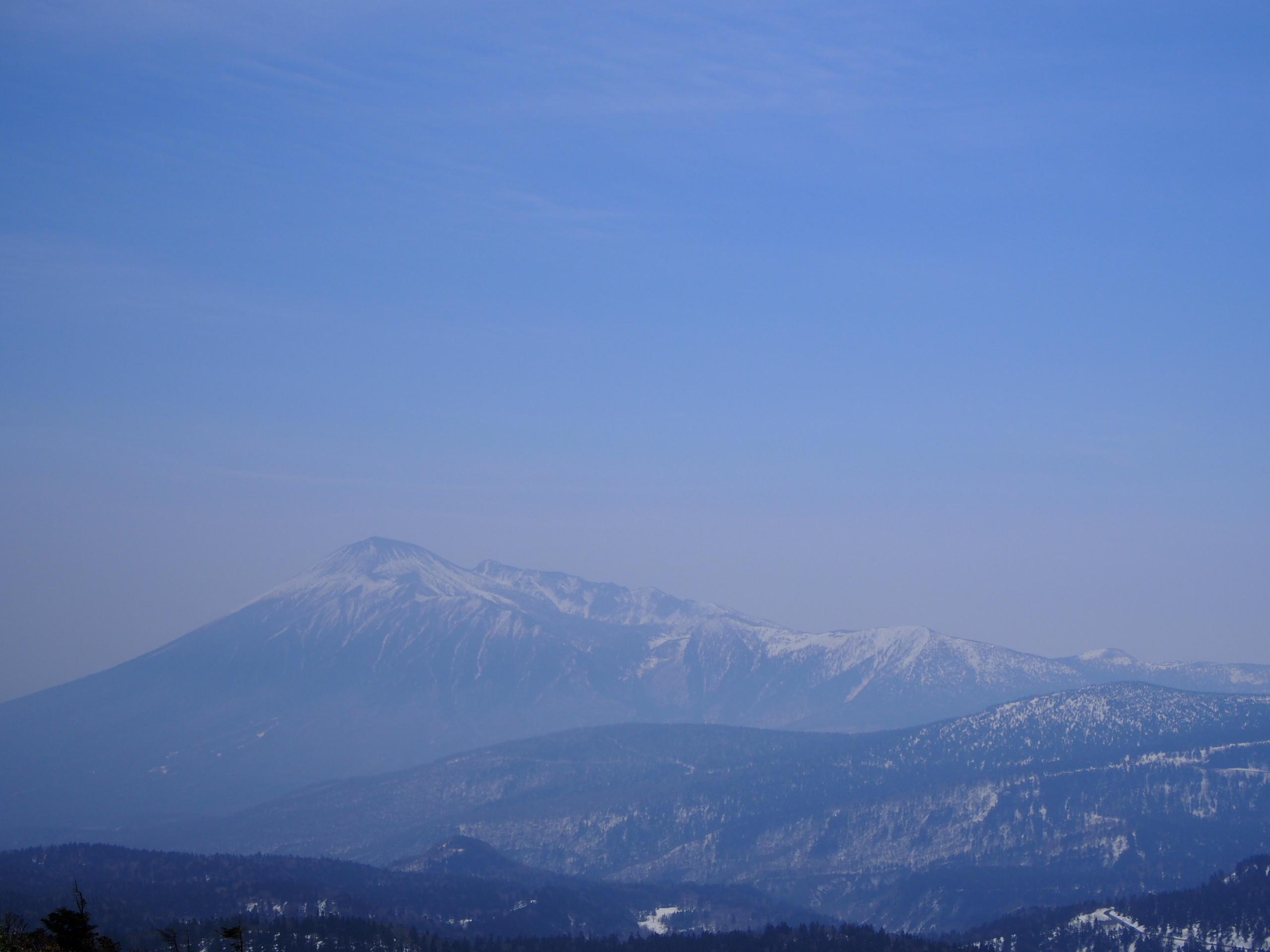 八幡平から見える岩手山